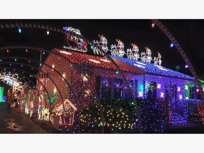 Christmas Light Fight 2019.Controversial Old Bridge Xmas Light Show Moves To East