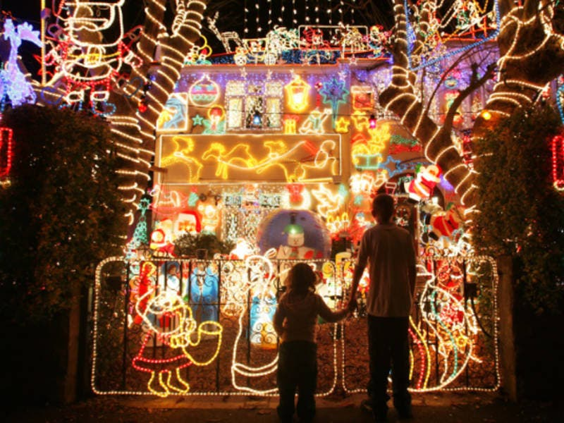 Find The Best Christmas Lights Near Warminster