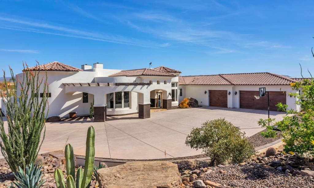 new product 4825b 56604 Phoenix Home For Sale Has Garage Larger Than Many Homes ...