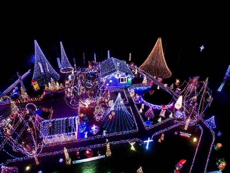 The Great Christmas Light Fight.Ct Resident Wins First Place On The Great Christmas Light