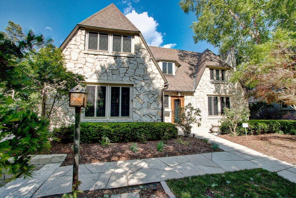 $700K Lannon Stone Mansion In Wauwatosa New To Market