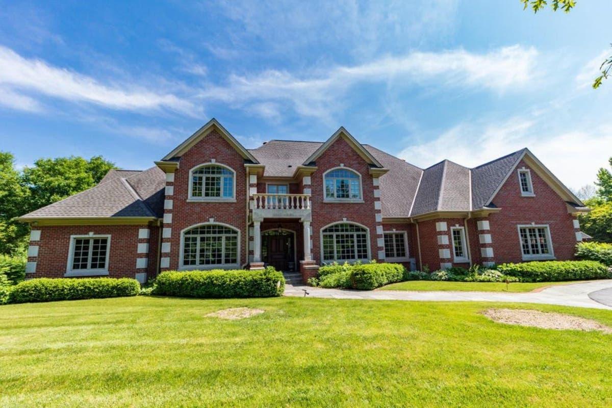 Check Out The $1 8 Million Mansion Giannis Antetokounmpo