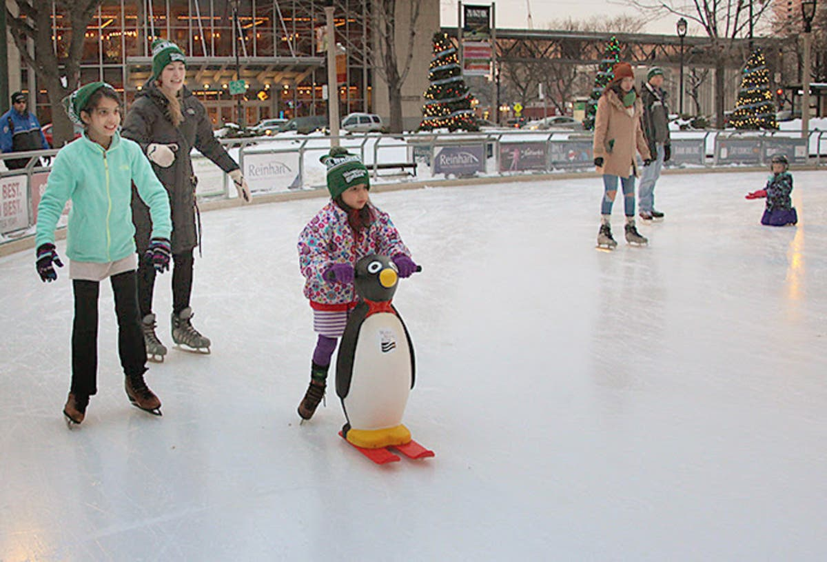 Free Ice Skating Returns To Milwaukee This Week Milwaukee Wi Patch