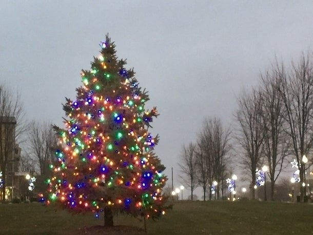 Tree Lighting 2020 Shorewood Christmas Shorewood Clarifies Proposed Holiday Decorations Ban | Shorewood