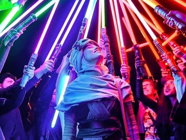 Jedi Forces Unite At Galaxys Edge In Lightsaber Meetup