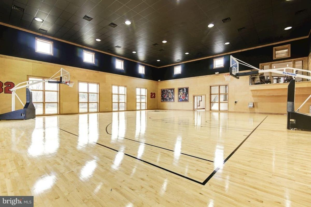 Purcellville Wow House 8 5m For Bowling Alley Basketball Court Leesburg Va Patch