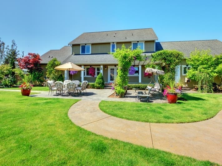 how much does it cost to hire a landscaper
