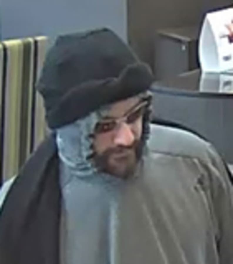 Nassau Police Looking For Man Who Robbed Bank In Broad Daylight