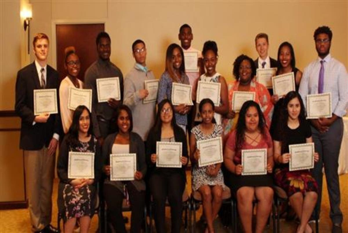 19 Fort Bend ISD Students Win Scholarships From Men For