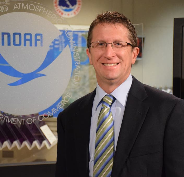 director of national hurricane center leaving for weather channel