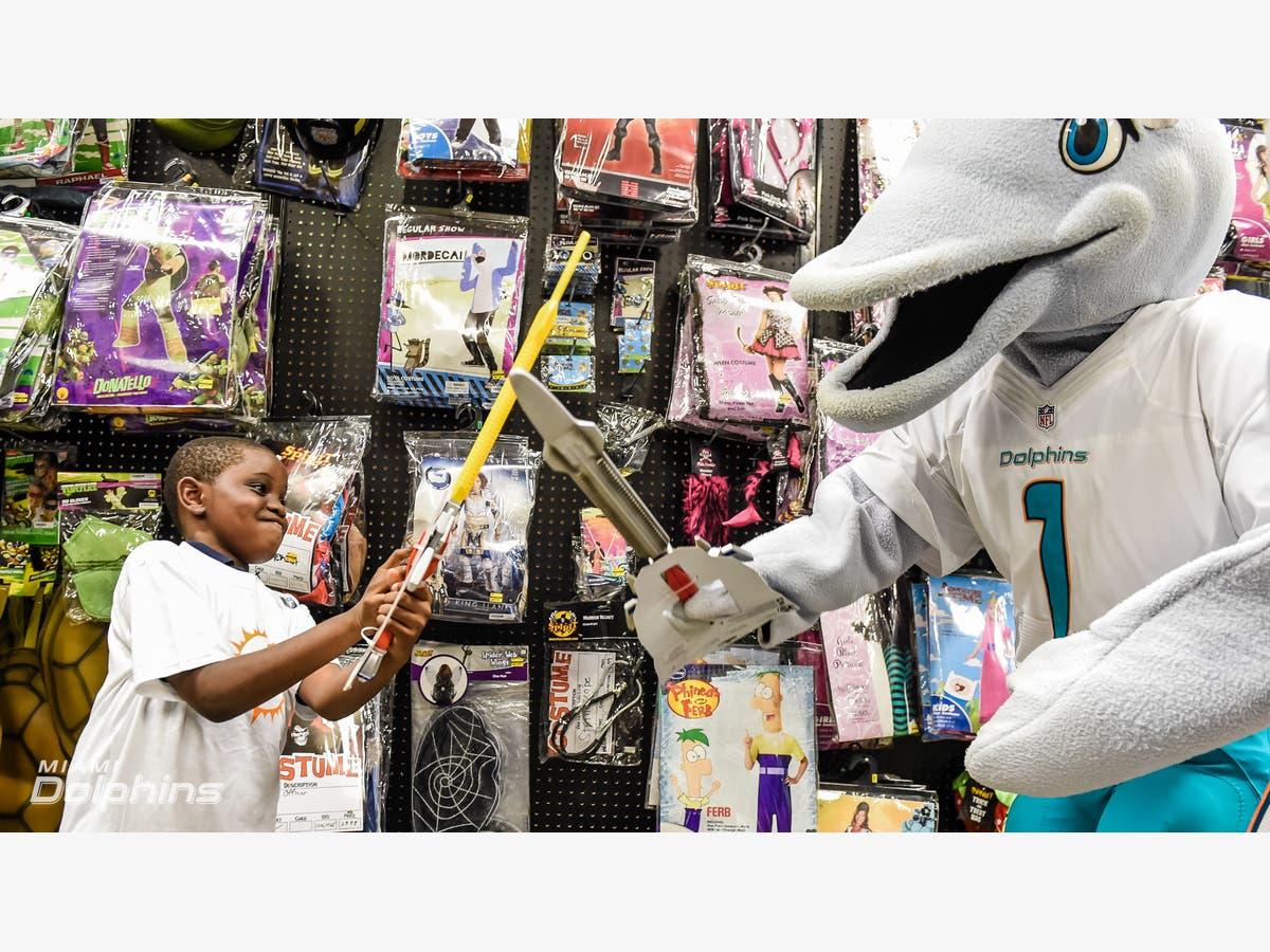 50 Kids Take Halloween Shopping Trip With Miami Dolphins ...