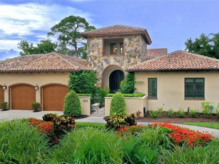 Sarasota Estate Channels Tuscan Countryside