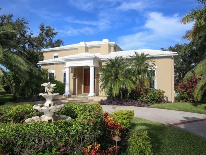 Sarasota Estate Home Features Lake And Golf Course Views
