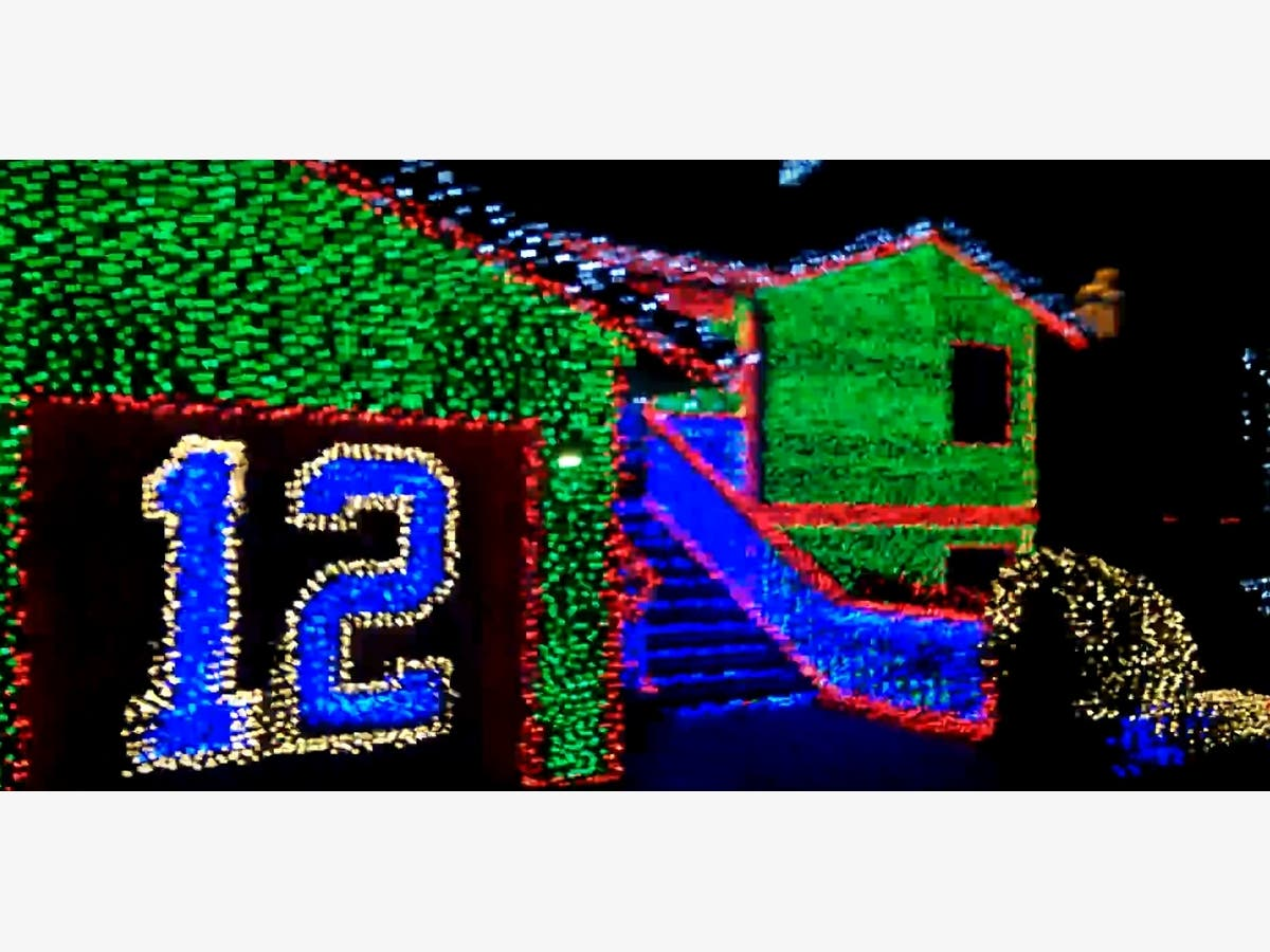 Seahawks Christmas Lights.Kirkland Hawk House Returns In 2017 After Compromise