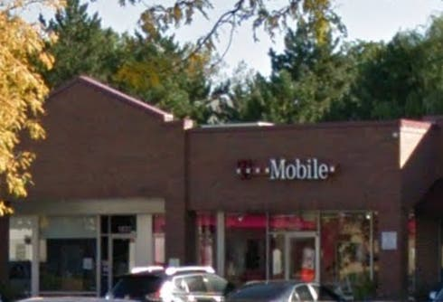 Armed Robbery At T-Mobile Store In Glenview: Police