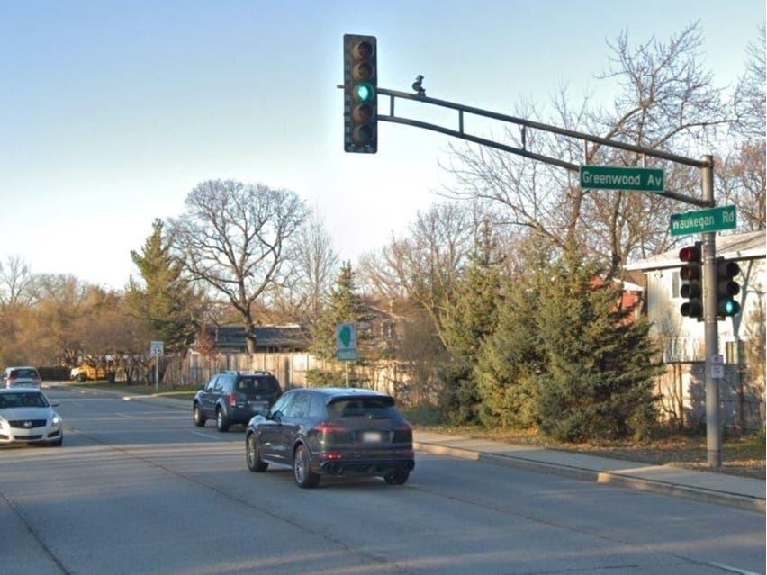 construction closes lane on waukegan road in deerfield