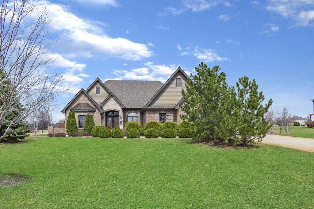 $500k Home With In-Ground Pool, Master Suite, Outdoor Fireplace