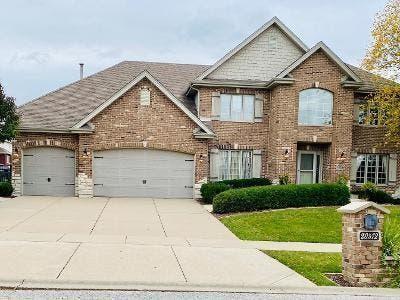 $529K Frankfort Home With Saltwater Pool, 3-Car Garage ...