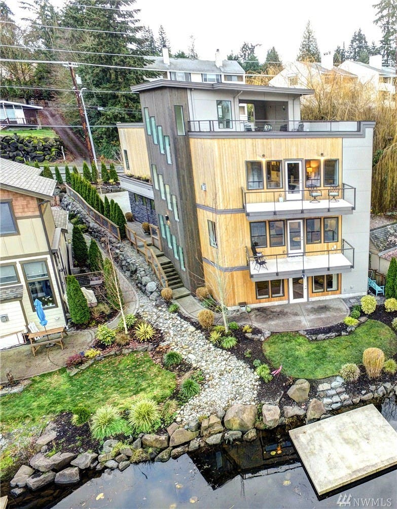 Astounding Going Up Check Out This 4 Story Hall Lake Home In Lynnwood Download Free Architecture Designs Scobabritishbridgeorg