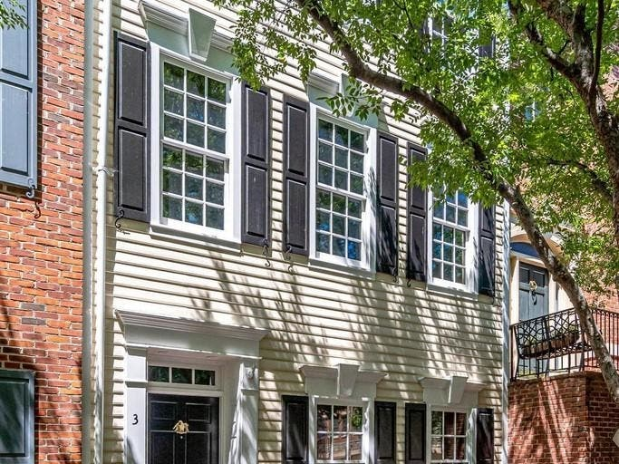 Look Inside: Old Town Alexandria Home With River Views
