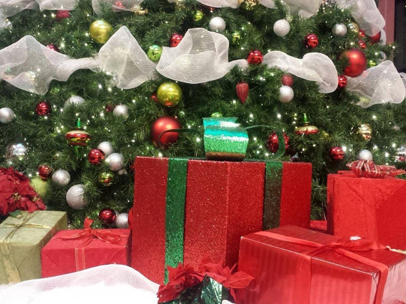 PAWS Tinley Park Starts Gift Wrapping Station At Mall