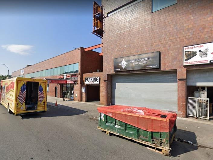 Man Lying Outside Brooklyn Garage Fatally Hit By Minivan: Cops