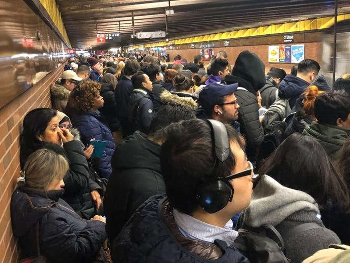 MTA Subway Delays: Signal Problems Stall Monday Morning Commutes