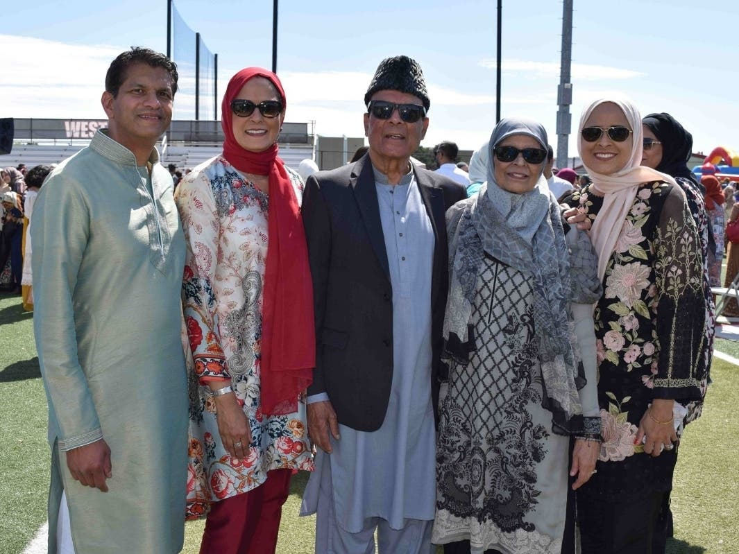Muslims Mark End of Ramadan With Mass Eid Celebrations | Des Plaines