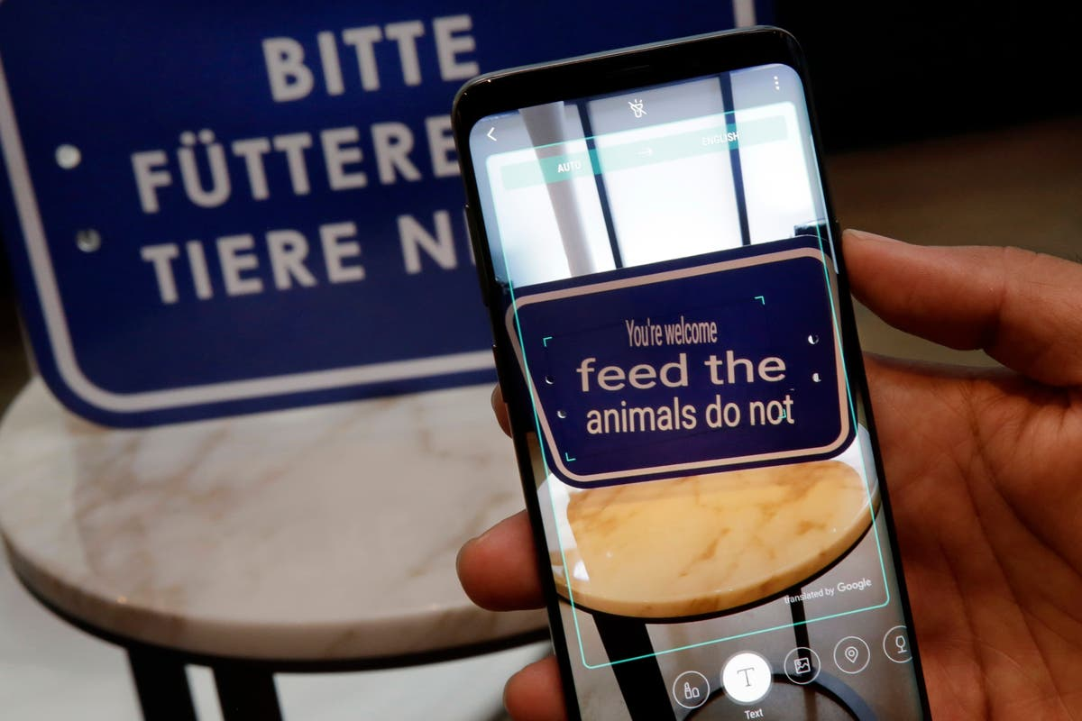 Samsung's New Phones Can Translate Signs Into English
