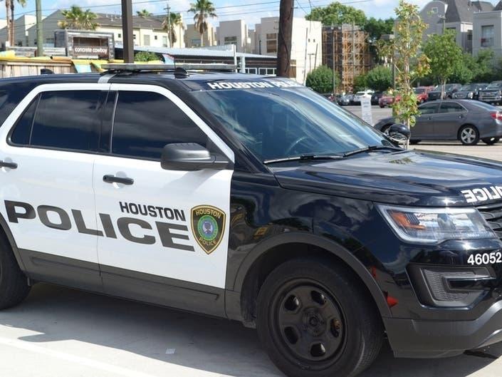 Houston Cop Shot After 4 Suspects Beat Priest; 1 Sought