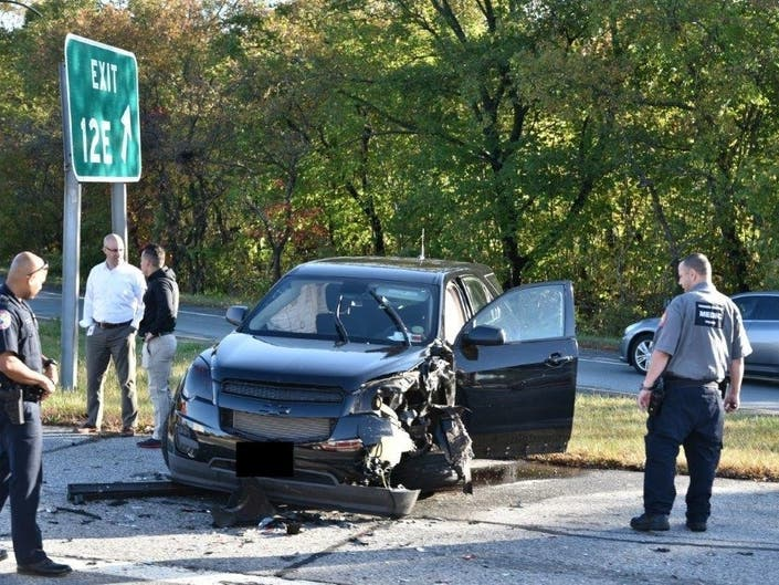 Plainview Crash On Seaford-Oyster Bay Expressway Leaves 2 Hurt