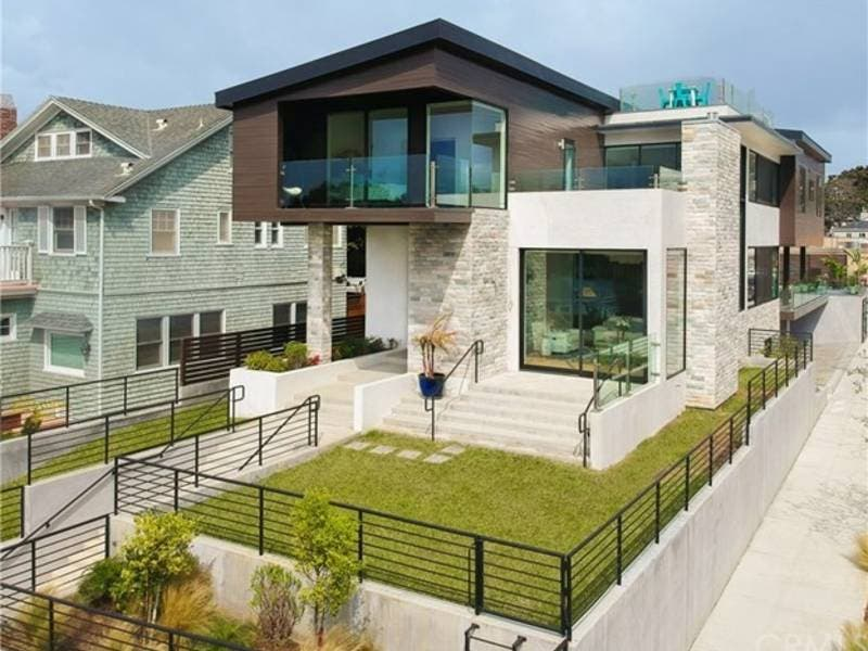 This 3 Story Home Has A Rooftop Deck Crystal Chandeliers