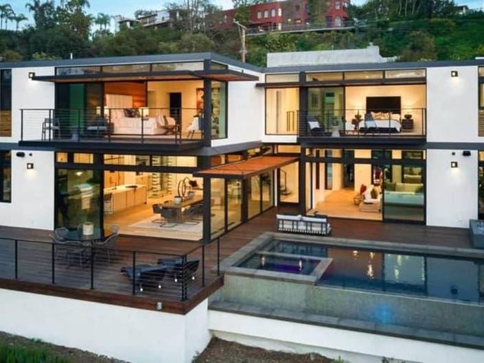 Santa Monica Home Has Floor-To-Ceiling Glass To Soak Up Views