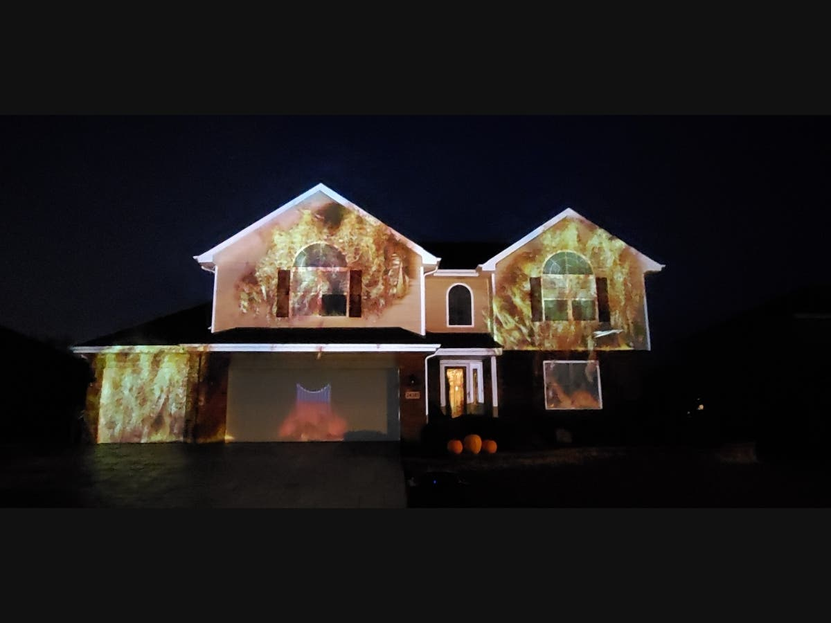 Manhattan Il Christmas On State 2020 Manhattan Must See: Hesser's Holiday House Projections | Manhattan