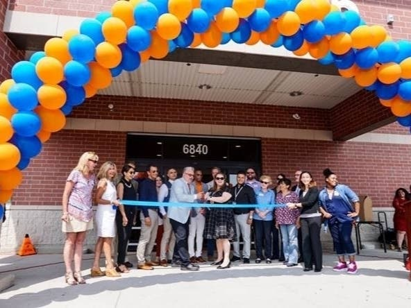 First-Of-Its-Kind Walmart Pickup Point Opens In Lincolnwood | Skokie