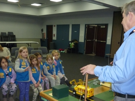 Northport Man Teaches Electric Safety To Norwood Daisy Troop