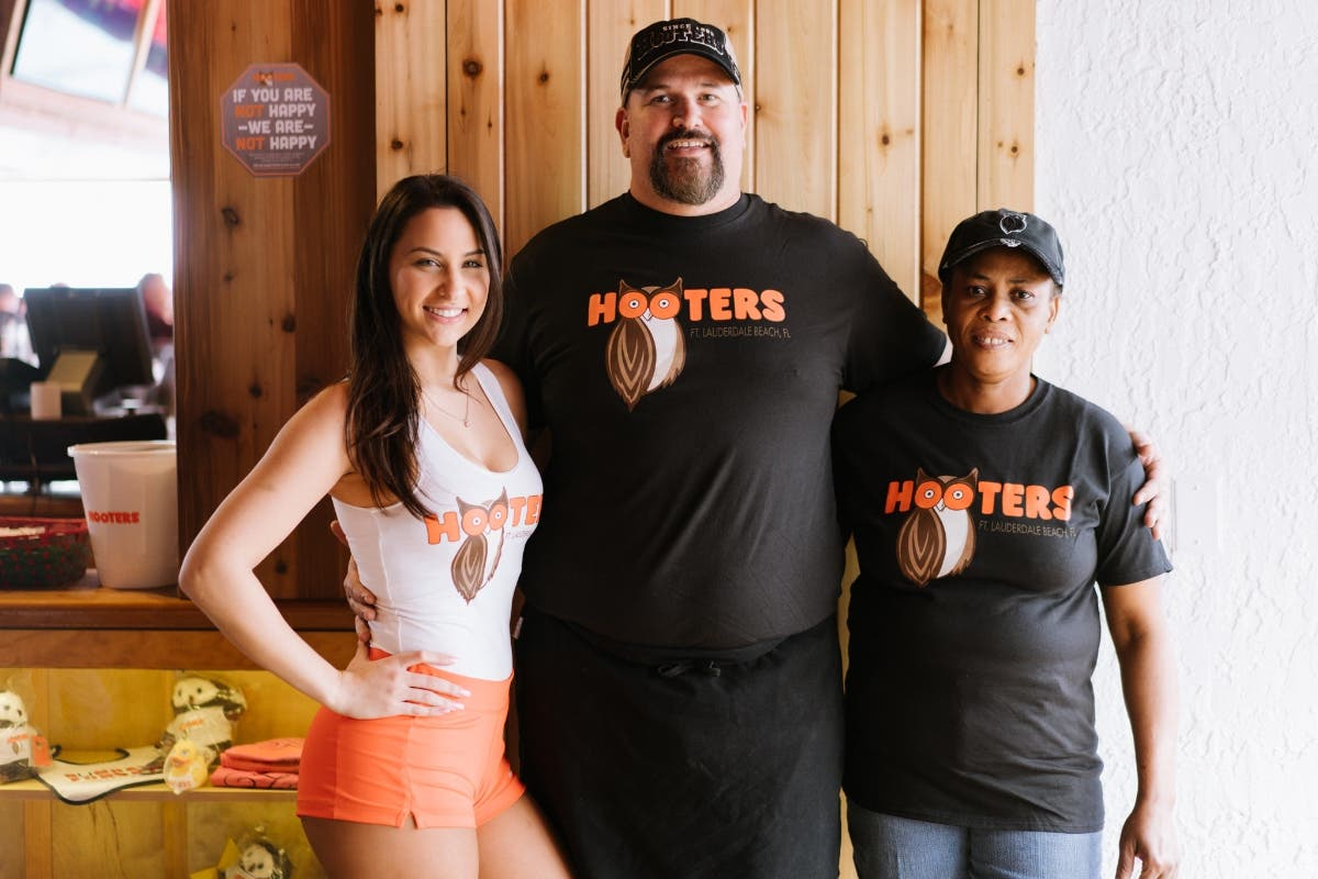 Hooters Of Weston Hosting Job Fair
