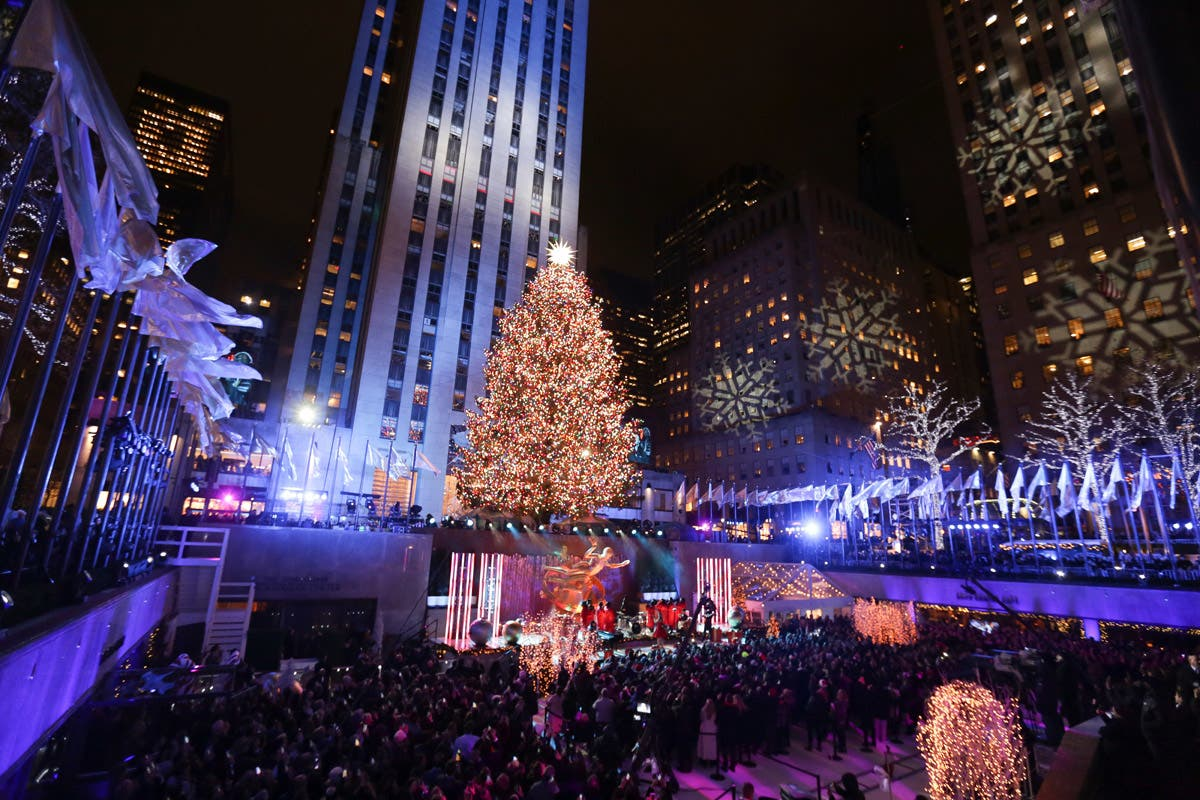 the best attitude 18bdc 41d48 Photos: Rockefeller Center's Christmas Tree Lighting | New ...