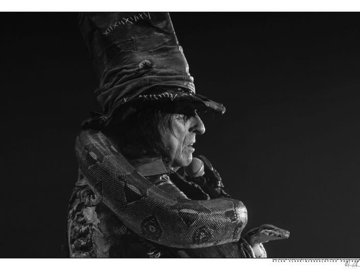Spooky Convention To Host Mia Farrow, Alice Cooper, Clive Barker