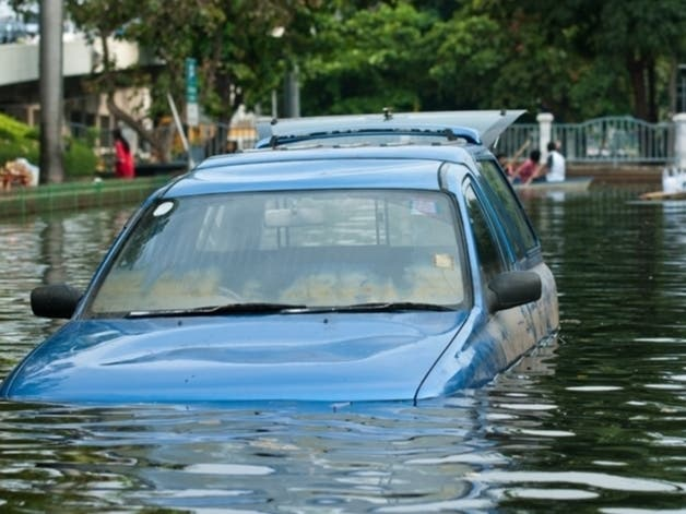 car stuck on flooded street hills county   04203408171.