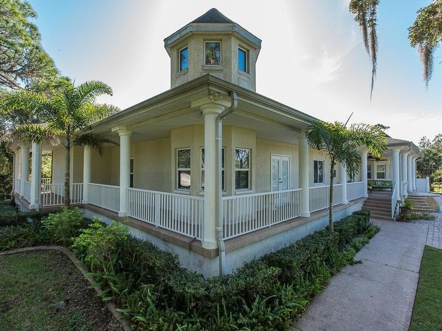 Secluded 2.8-Acre Estate In New Port Richey Accesses Inlet