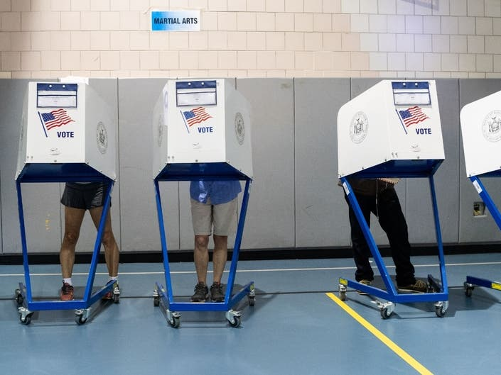 Concerns regarding the new coronavirus have led to the closing of polling places at an increasing number of Chicago-area nursing homes.