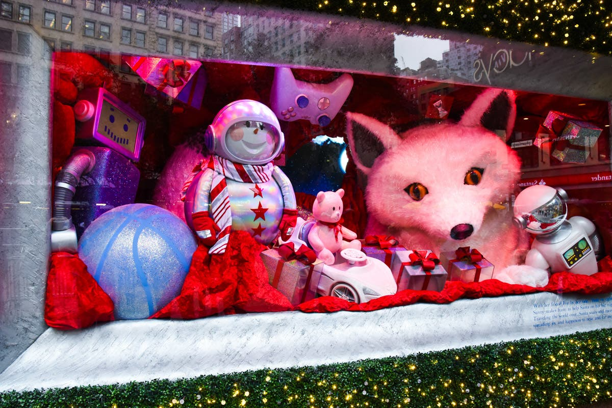 Photos See The Most Beautiful Christmas Holiday Windows in