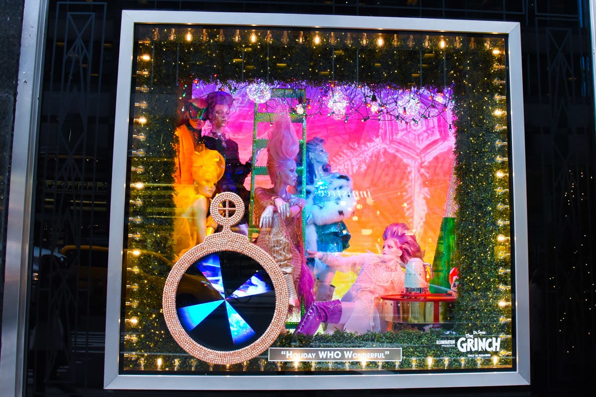 Photos: See The Most Beautiful Christmas Holiday Windows in NYC ...