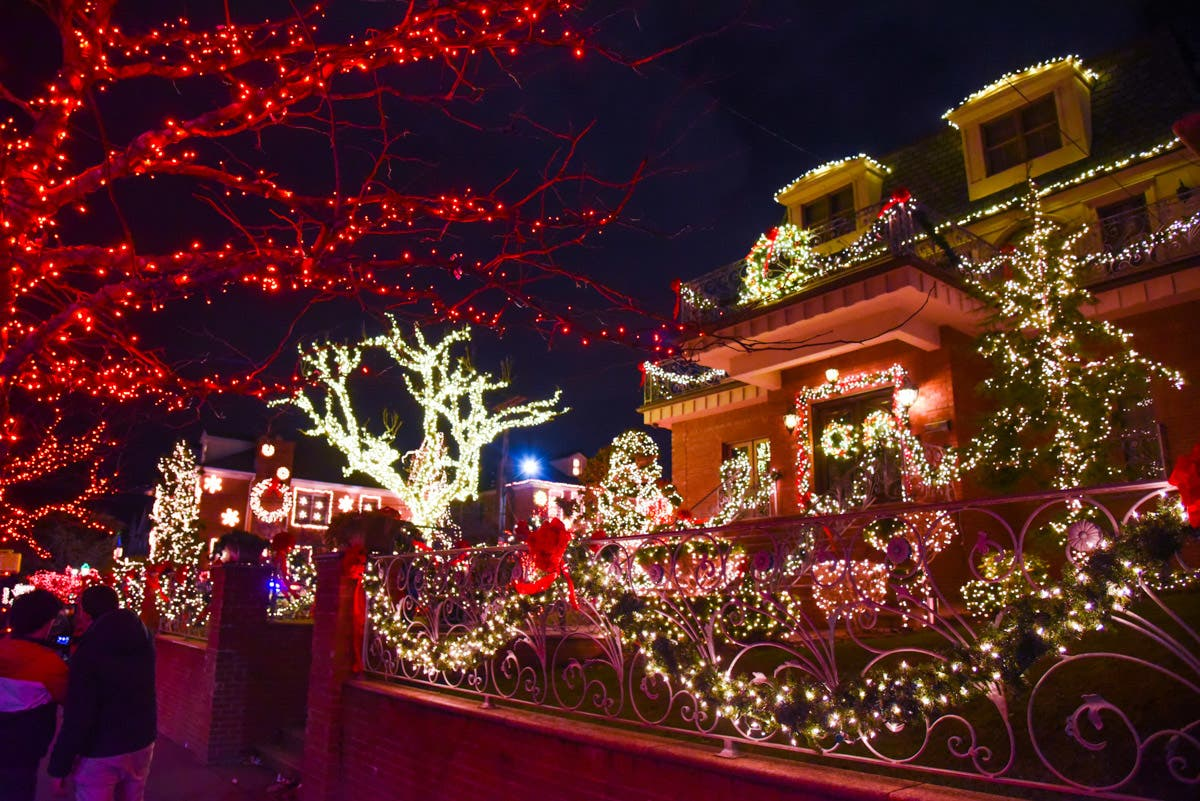 Photos: Nowhere Does Christmas Lights Like Dyker Heights ...