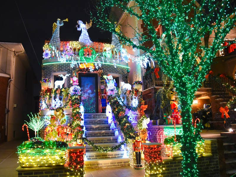 Dyker Heights Brooklyn Christmas Lights.Photos Nowhere Does Christmas Lights Like Dyker Heights