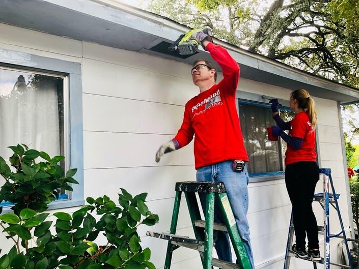 Veterans help repair Houston home of 82-year-old Army Band vet