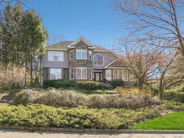 5 Upcoming Open Houses In The Smithtown Area