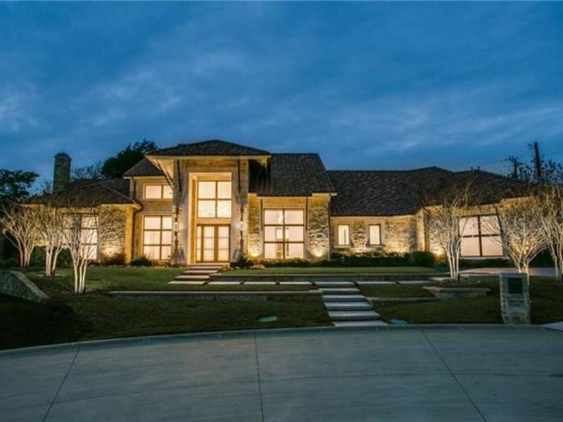 Architectural Marvel With Lots Of Natural Light For Sale