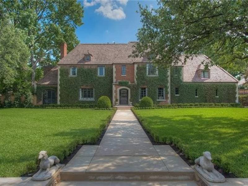 Traditional Home With Loads Of Curb Appeal For Sale In Fort Worth